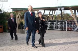 RAMA TAKIM ME VETERANET - Kryetari i PS Edi Rama dhe nena e tij Aneta, para nje takimi me veterane te luftes Nacional Clirimtare, me rastin e 29 Nentorit, dites se clirimit te Shqiperise.