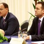 Presidenti Bujar Nishani dhe Prokurori i Pergjithshem Adriatik Llalla, gjate nje takimi me prokuroret e rretheve, ku Nishani ka kerkuar rezultate te prekshme ne luften ndaj krimit dhe korrupsionit prej cdo prokurori.