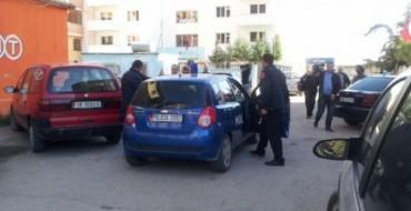 Persona të paidentifikuar qëllojnë me armë në Durrës
