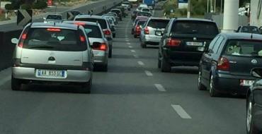 Fotolajm/ Radhë të gjata kilometrike në autostradën Tiranë-Durrës