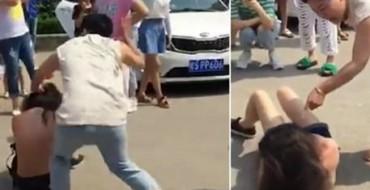 Video/ Gruaja rreh barbarisht të dashurën e burrit në rrugë