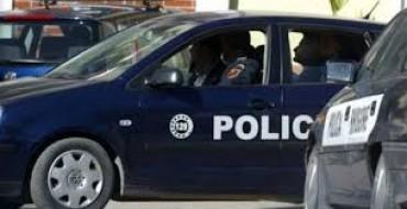 Revoltohet polici, i thotë qyetarit të fus plumbin në gojë