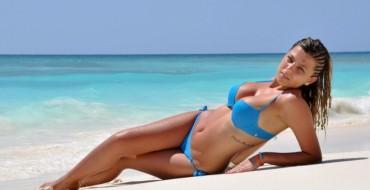 Video/ Rike Roci imazhi i kësaj linje bikini…Ja sa seksi duket