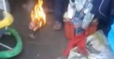 Video/ Tronditëse: Njerku djeg për së gjalli foshnjën 3 vjeçare