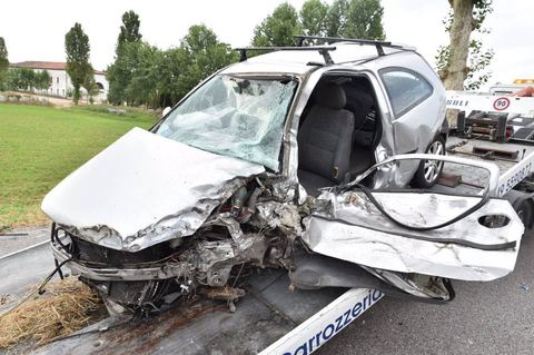 Vdes në aksident punonjësia e policisë