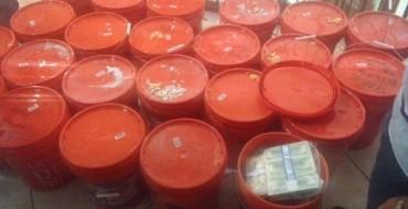 Policia zbulon 24 milionë $ të fshehura në kova plastike