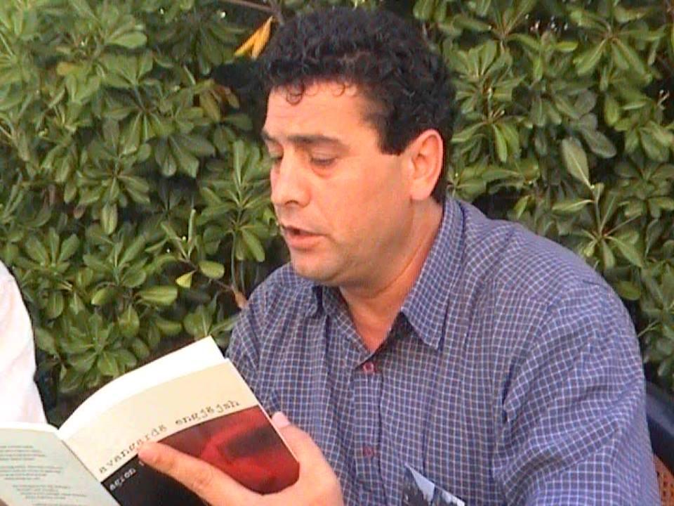 Intervistë/ Agron Tufa: Letërsia nuk shkruhet duke ...