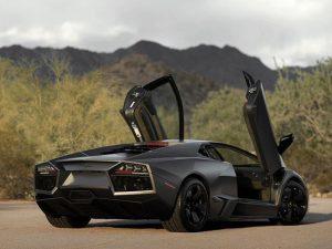Ky-Lamborghini-Reventon-do-te-humbe-ne-ankand-33-per-qind-te-vleters-foto-2