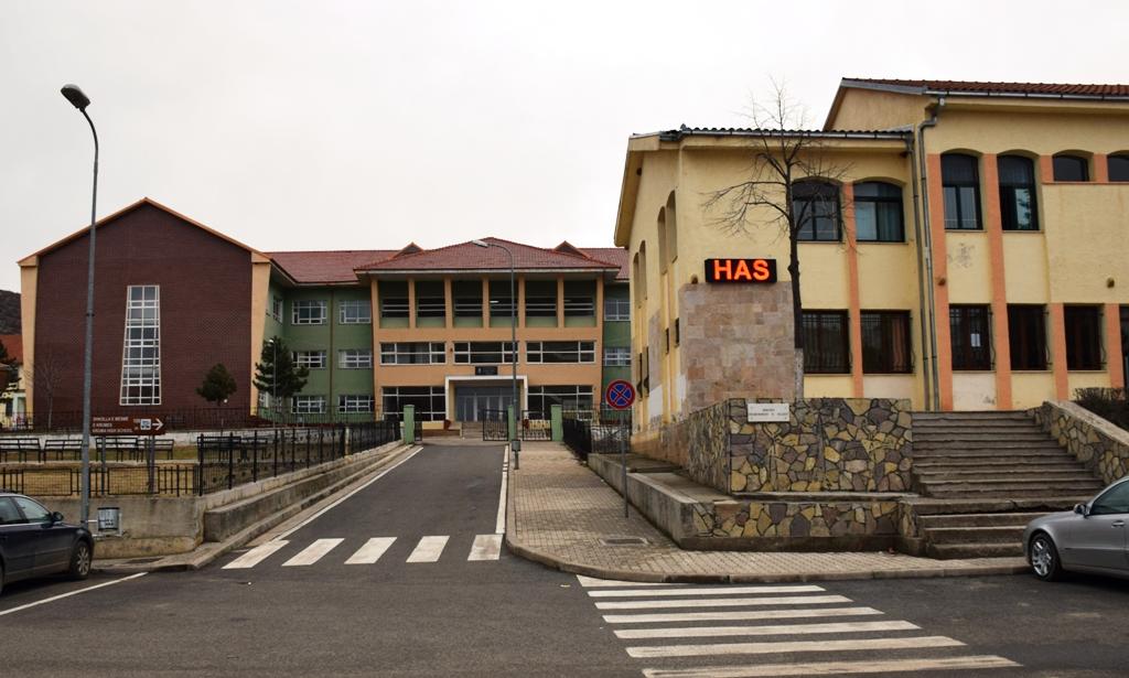 Rrugët-e-qytezës-së-Krumës-zbrazen-pas-përfundimit-të-shkollës