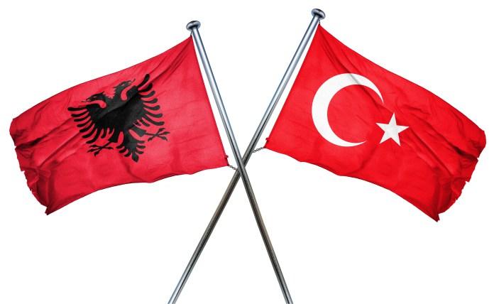 Gjuha shqipe vendoset në programin arsimor në Turqi
