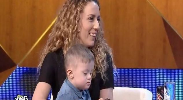 Bashkëshortja e Dr  Florit shfaqet me djalin e vogël  Çdo gjë që vjen nga Perëndia është e bekuar