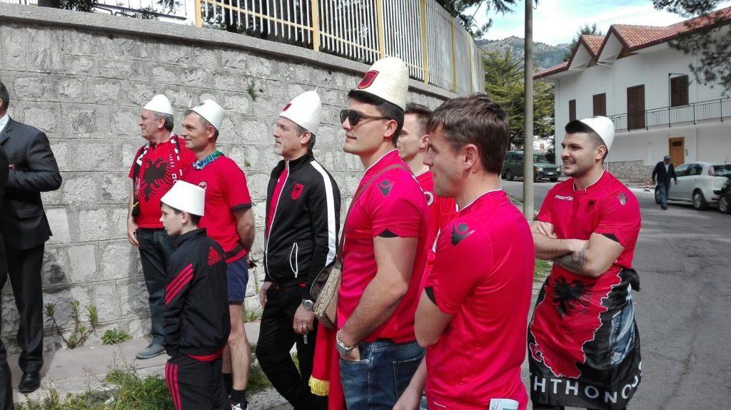 Ndeshja Itali Shqipëri  Tifozët kuqezi ndezin rrugët e Palermos