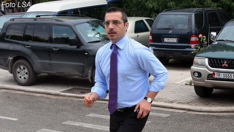 Saimir Tahiri udhëton jashtë Shqipërisë, ja ku ndodhet