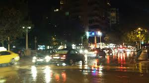 Reshjet e shiut 'paralizojnë' Tiranën, trafik i rënduar në disa rrugë të qytetit