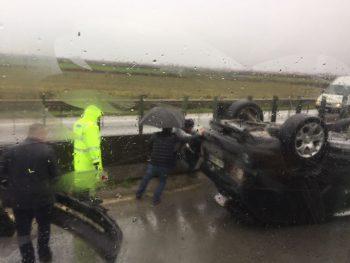 Përplasen dy makina në Kryebushat  një i aksidentuar rëndë
