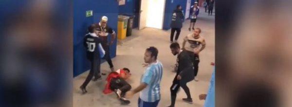 Argjentinasit nuk e përballojnë lehtë humbjen, ja si rrahin tifozët kroatë