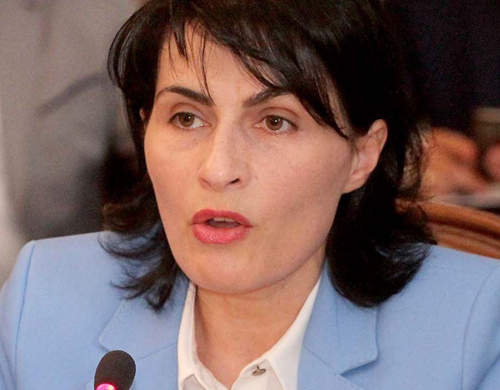 Shullazi   Arta Marku ndëshkon 10 prokurorë  Nuk pranuan shortin