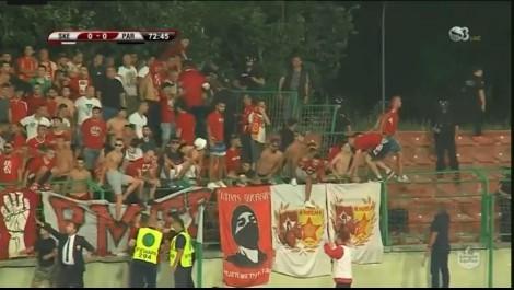 Video-Superliga/ Duhej të ishte festë, por shihni si u përlesh tifozeria gjatë ndeshjes