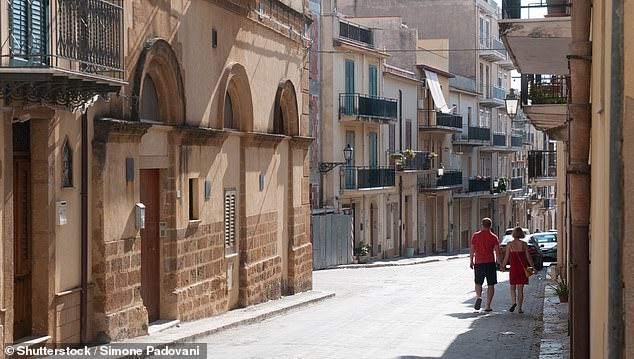 Qyteza italiane në ishullin e Siçilisë shet shtëpi për vetëm një euro