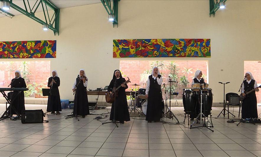Kanë miliona shikime në Youtube  murgeshat gazmore performancë për Papën