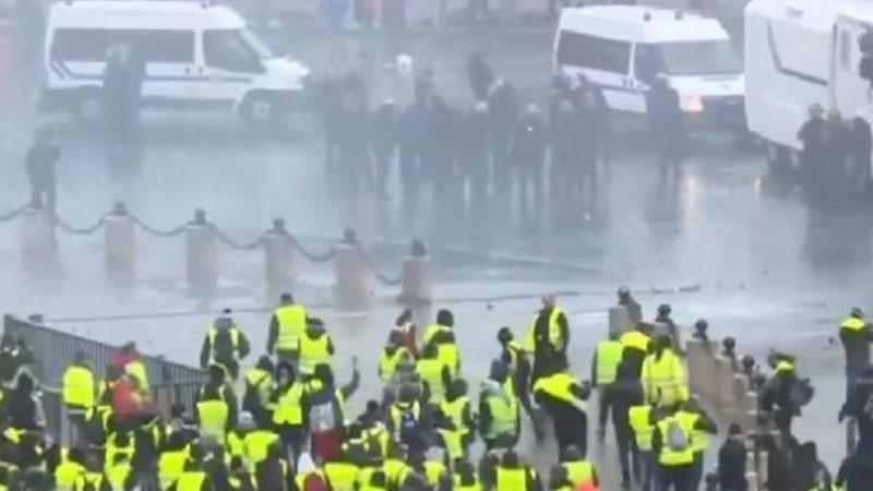 Ndalohen protestat jelekverdhëve