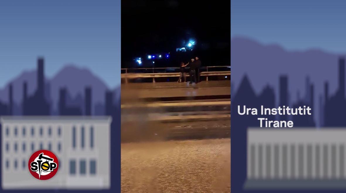 Video  Vajza rrihet në mes të rrugës në Tiranë  askush nuk e ndihmon