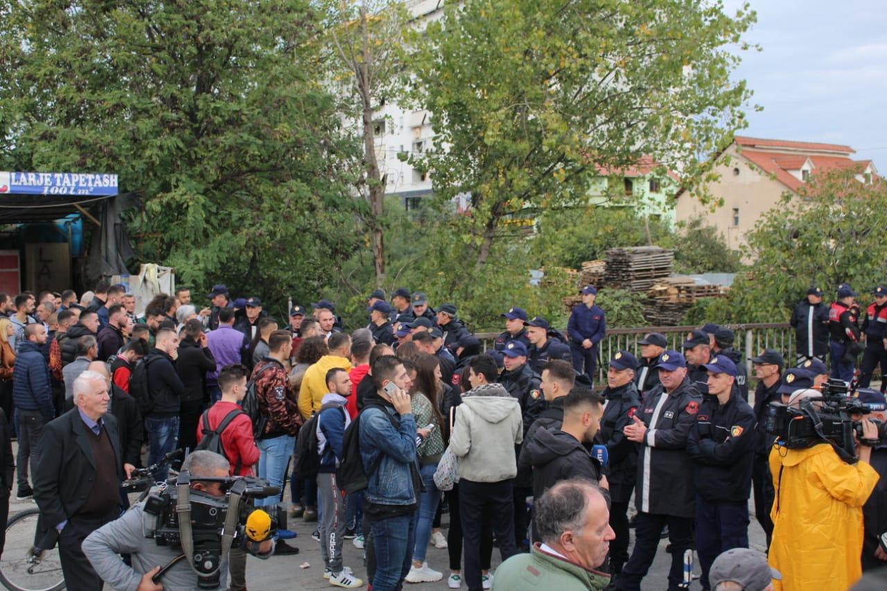 Unaza e Re  Reagon Policia e Shtetit  Mos bini pre e provokimeve