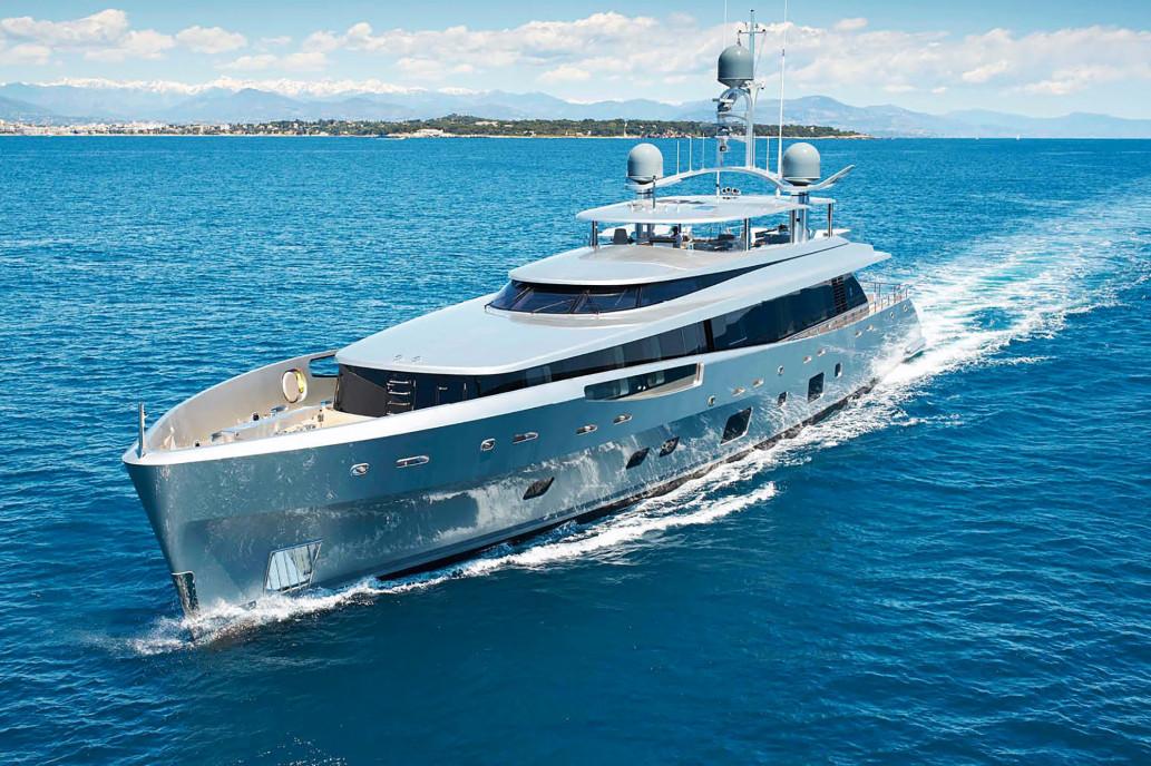 bannon-yacht-3