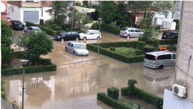 Foto/ Reshjet e shiut shkaktojnë përmbytje në Lezhë - Opinion.al